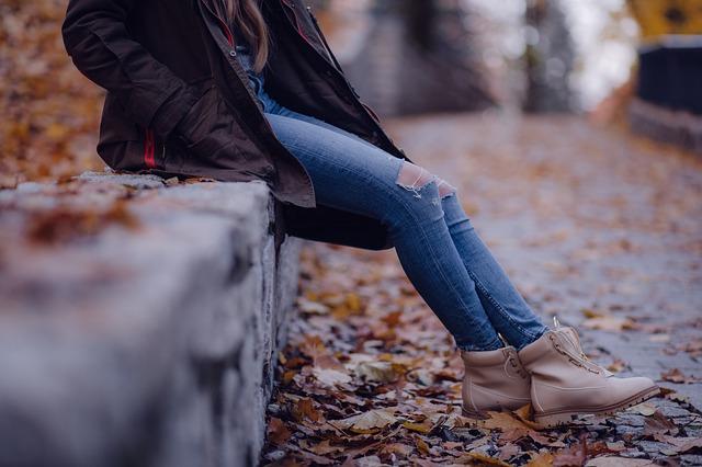 džíny a podzimní obuv