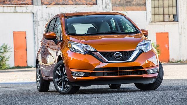 oranžový Nissan