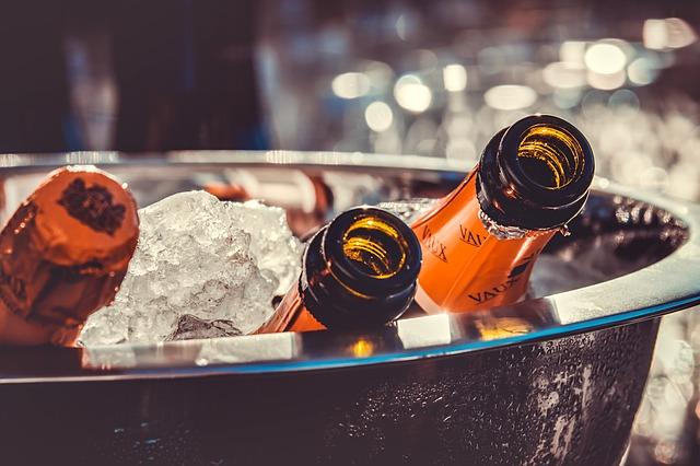 láhve šampaňského v ledu.jpg