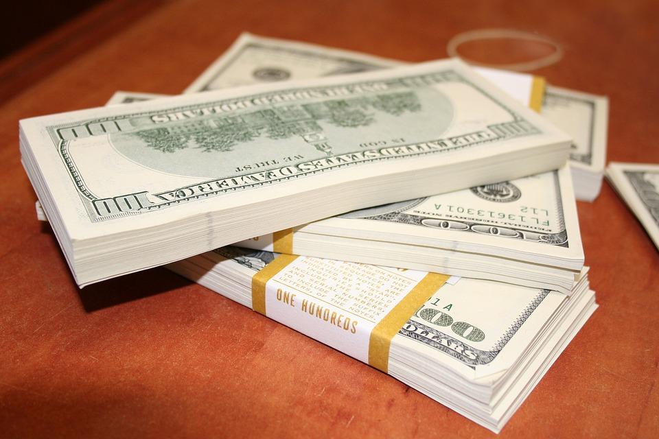 svazky dolarů